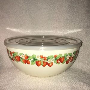 🍓New Large Enamel Strawberry Bowl With Lid🍓